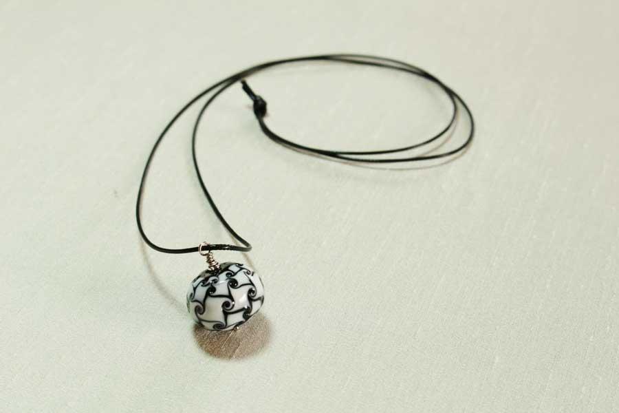 Sautoir Perle Noire Et Blanche Delicatesse De Perle